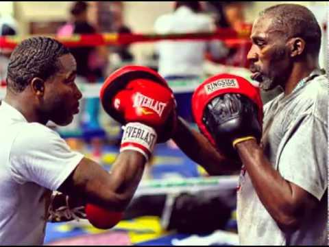 Chú ý sử dụng găng tay boxing khi tập với Lamper